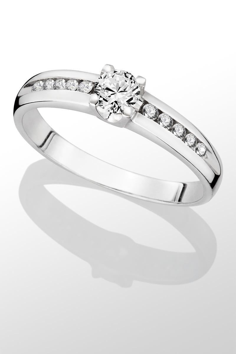 Prsten z bílého zlata Au 585 1000 s brilianty - Red and Cube 6e5bd187536
